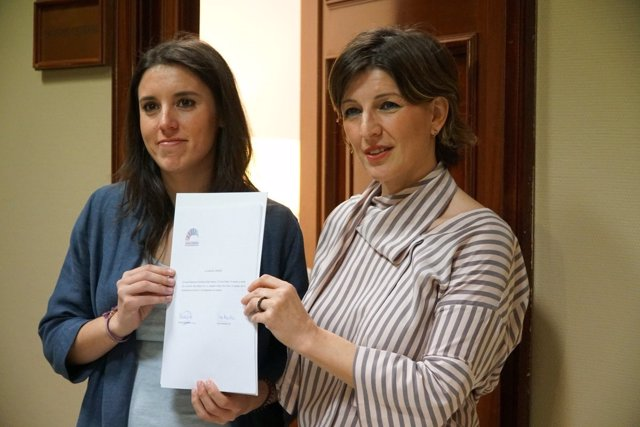 Irene Montero (Podemos) y Yolanda Díaz (En Marea), en el Congreso