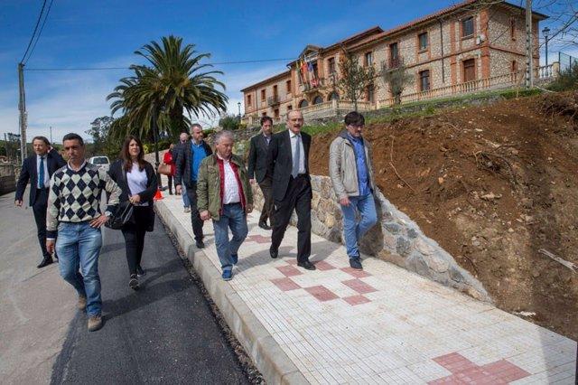 Mazón visita las obras de seguridad vial en Villaescusa