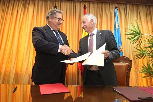 Zoido, ministro de Interior, junto a Amat, alcalde de Roquetas de Mar