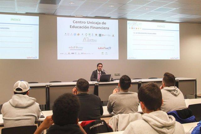 Charlas jornadas educación financiera Unicaja estudiantes Edufinet alumnos joven