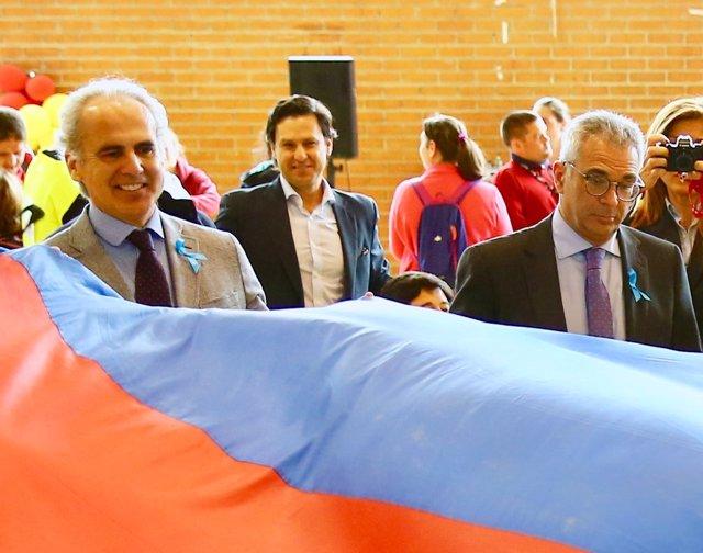 Enrique Ruiz Escudero y Carlos Izquierdo en un acto por el Día sobre el Autismo
