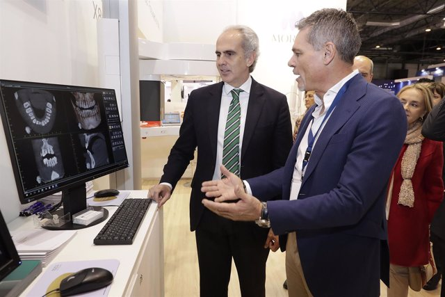 Ruiz Escudero Visita El Salón Internacional De Equipos, Productos Y Servicios De
