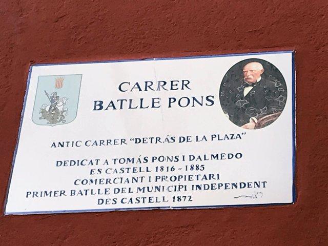 Es Castell amplia la información de las placas de varias calles