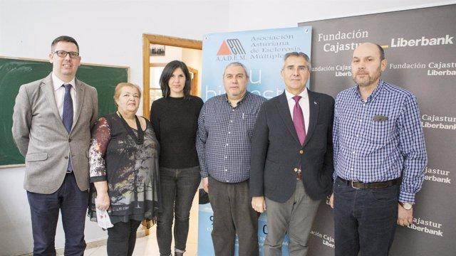 Firma convenio Fundación Cajastur AADEM