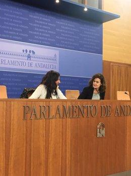 Libertad Benítez y Esperanza Gómez, de Podemos, en rueda de prensa