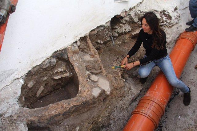 Descubren Dos Piletas Romanas En La Rehabilitación De Una Calle En El Casco Anti