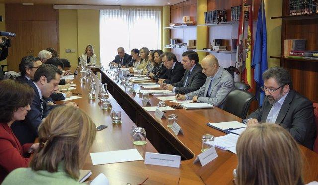 De Santiago-Juárez con los alcaldes de más de 20.000 habitantes