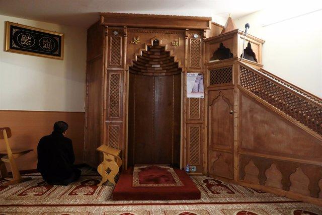 Interior de una mezquita en Berlín