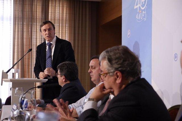 Hernando interviene en la junta directiva del PP de Almería