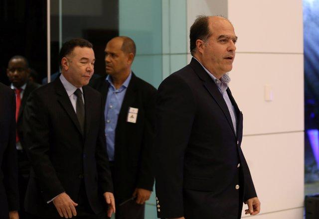 Julio Borges con el equipo de la MUD en el diálogo con el Gobierno venezolano