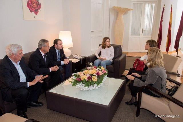 Reunión de la alcaldesa con representantes de Abogados, Procuradores y Graduados