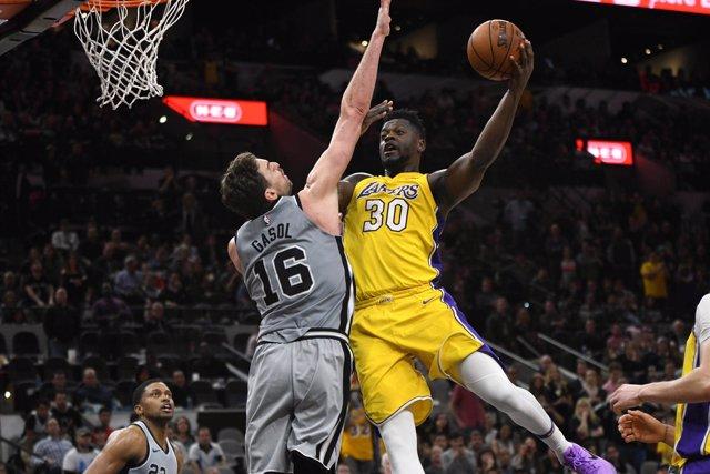 Pau Gasol San Antonio Spurs Los Angeles Lakers Julius Randle
