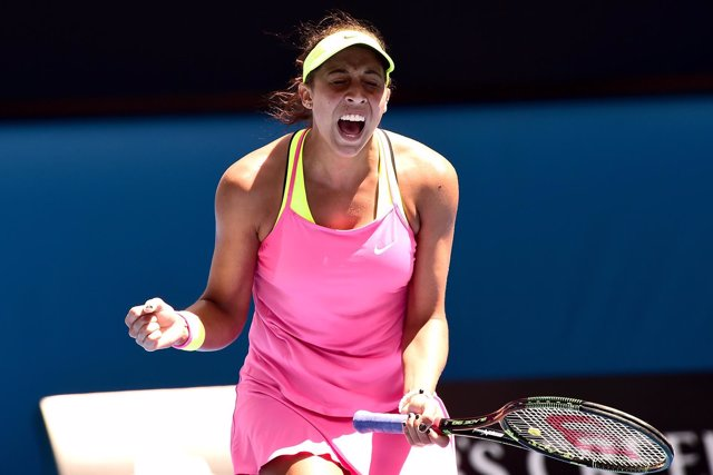 Madison Keys celebra su victoria ante Venus Williams