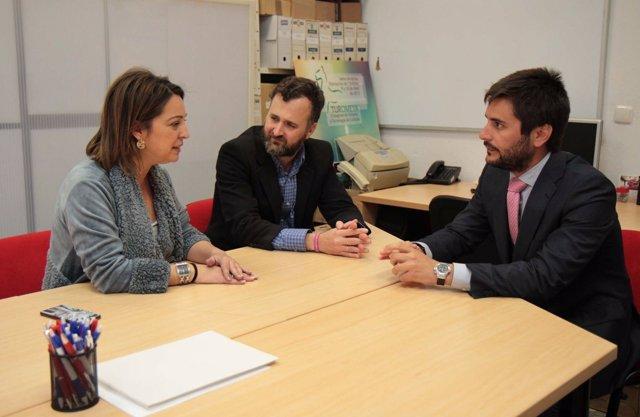 Isabel Ambrosio con empresarios de AJE