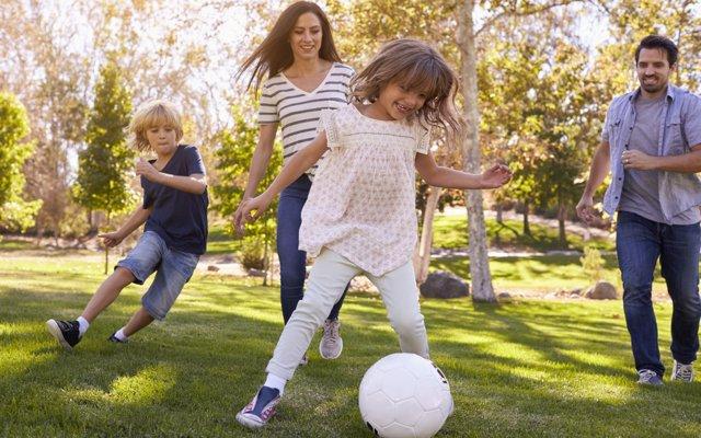 Los beneficios de jugar en el exterior para prevenir enfermedades