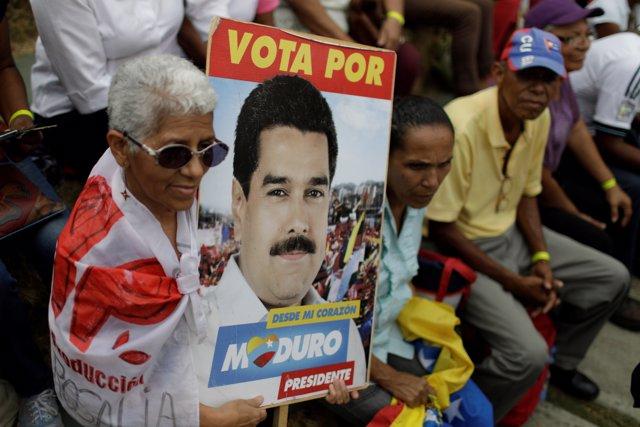 Una seguidora del presidente Maduro