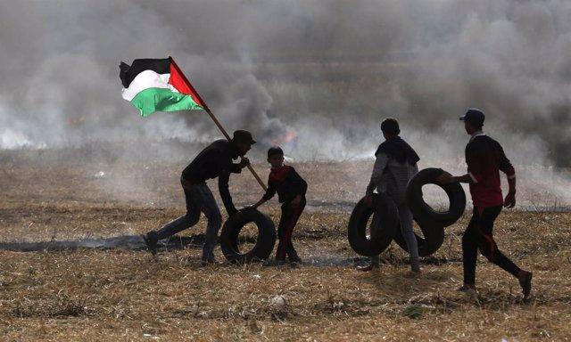Manifestantes palestinos en Gaza