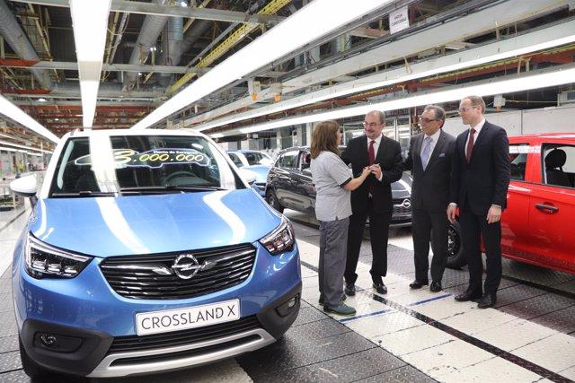 Acto de salida de la unidad 13 millones de la planta de Opel Figueruelas.
