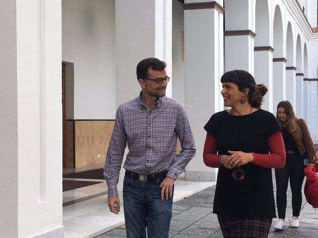 Antonio Maíllo y Teresa Rodríguez, en el Parlamento