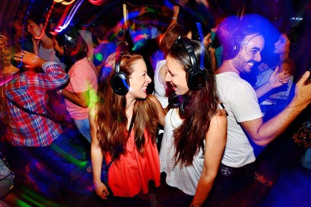 Imagen de jóvenes en una discoteca (archivo)