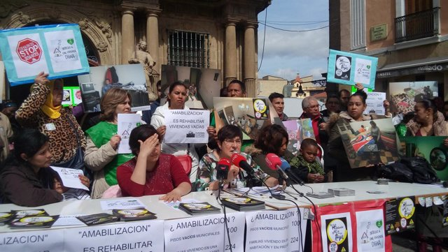Rueda de prensa de la PAH en Pamplona