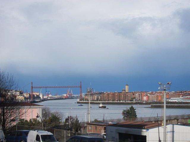 Nubes sobre el Puente Bizkaia