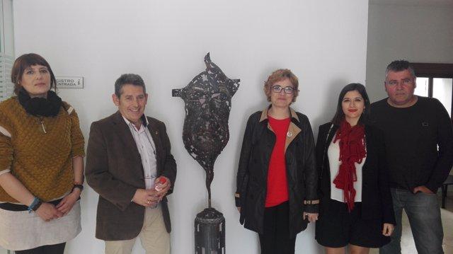 Ruz (centro), durante su visita a La Victoria
