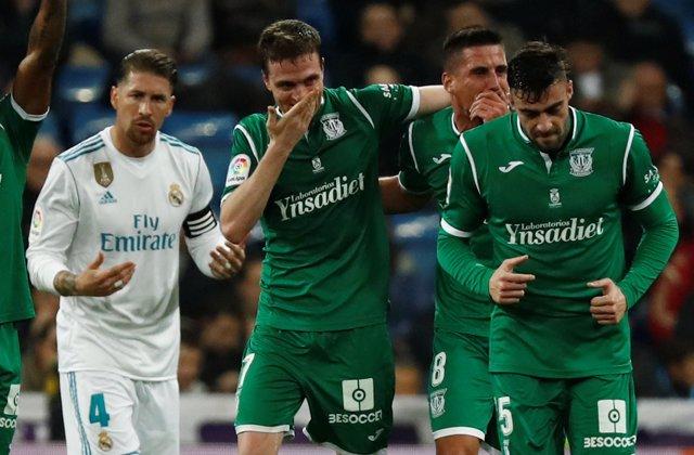 El Leganés celebra un gol de Eraso en el Santiago Bernabéu ante el Real Madrid