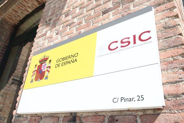 Cartel de entrada del Consejo Superior de Investigaciones Científicas (CSIC)