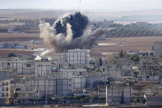 EEUU bombardea al Estado Islámico en Kobani