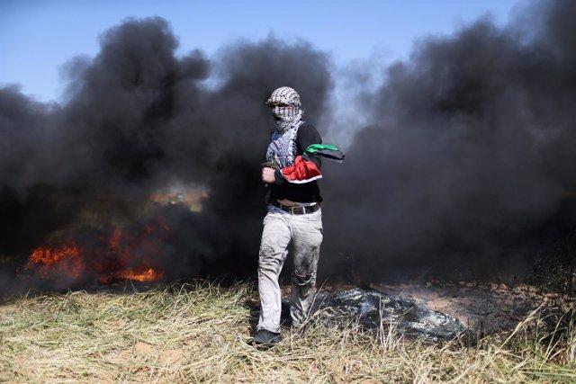 Manifestante palestino en la Franja de Gaza