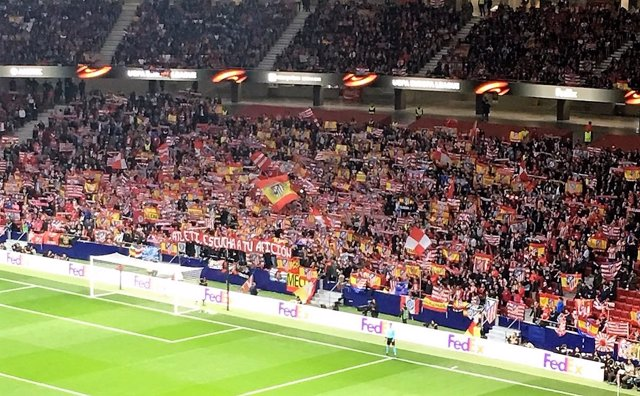 Aficionados del Atlético protestan por el nuevo escudo