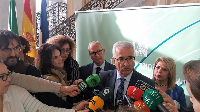 Jiménez Barrios atiende a la prensa en Jerez
