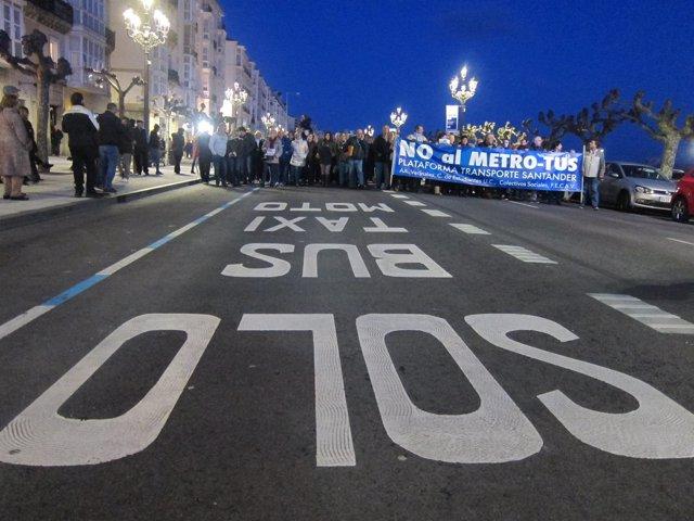 Manifestación contra el MetroTUS en Santander