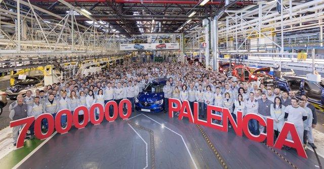 El equipo de Renault Palencia con el coche 7 millones 6-4-2018