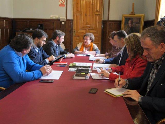 Constitución de la comisión sobre ayuntamientos y diputaciones democráticos