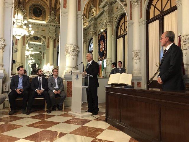 José del Río en la toma de posesión como edil del Ayuntamiento de Málaga