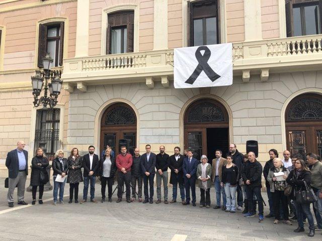 Minuto de silencio en Sabadell por el asesinato de una vecina