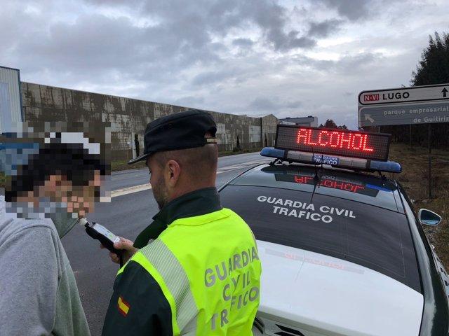 Conductora interceptada ebria en Guitiriz cuando iba a recoger a sus hijos