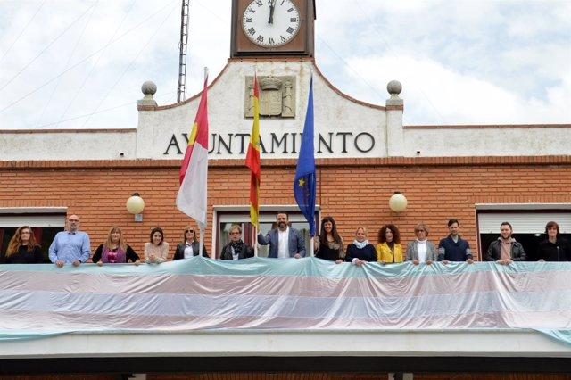 Bandera trans en Azuqueca
