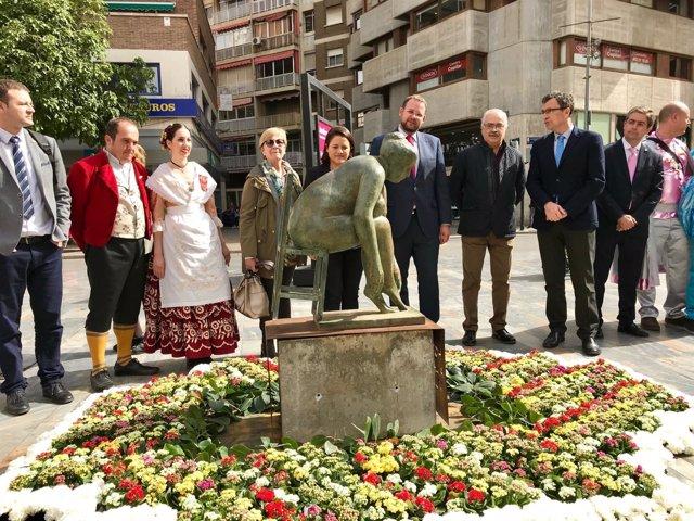 La Avenida de la Libertad luce la escultura original de Antonio Campillo