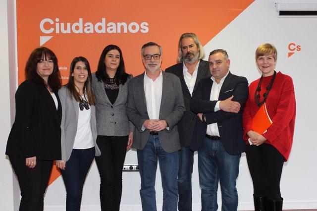 José Manuel Villegas con miembros de Ciudadanos Galicia