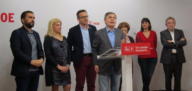 Pedro Saura junto Conesa, Rosique, diputados y senadores PSOE