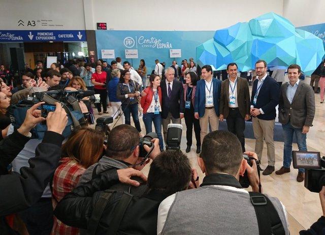 Visita de dirigentes del PP a la Convenión Nacional previa a la inauguración