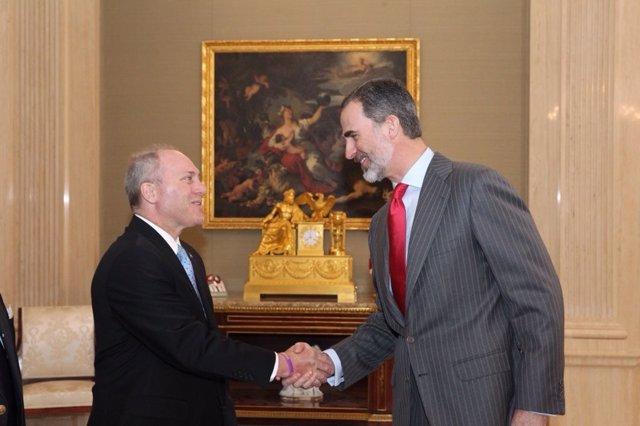 El Rey saluda al Congresista Steve Scalise