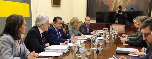 Comisión por el temporal presidida por Antonio Sanz y José Fiscal