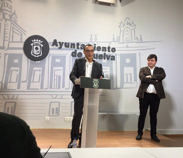 El presidente de la Diputación de Huelva, Ignacio Caraballo, y el alcalde.