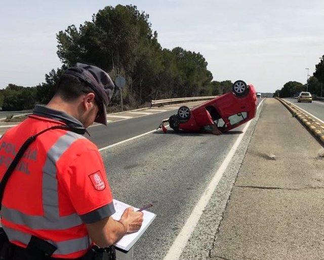 Vuelco de un vehículo en Castejón