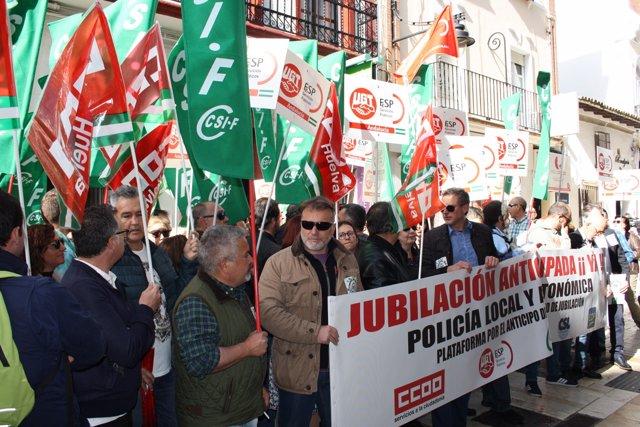 Concentración de policías locales en Huelva