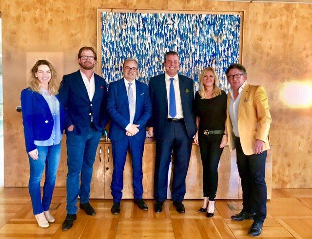 Representantes de Mercedes Benz en el Consell de Ibiza